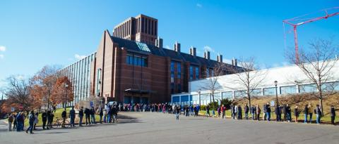 Long lines outside Wright Lab to bid farewell to the Tandem Accelerator on a chilly Saturday morning. Photo by Ke Han.